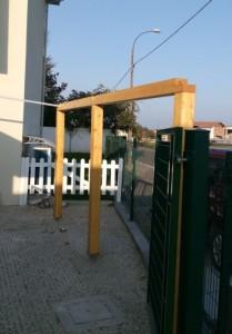 Pergolato di legno con travi di abete lamellare